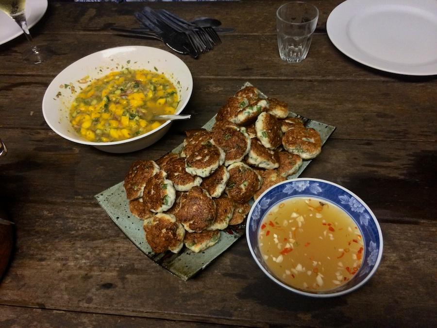 fish cakes, salsa & dipping sauce